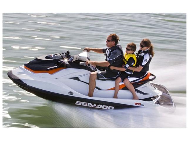 В салоне BRP Центр Старт стартует распродажа экипировки и аксессуаров Sea-Doo 2014
