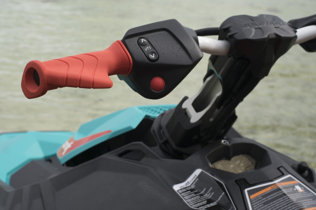 Обзор бюджетного трехместного гидроцикла Spark 3UP Trixx