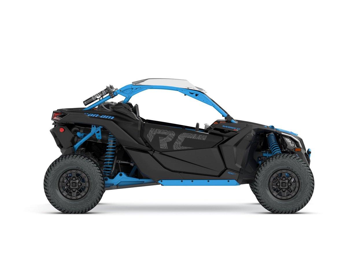 2018-Maverick-X3-X-rc-TURBO-R-Carbon-Black-and-Octane-Blue_side-right
