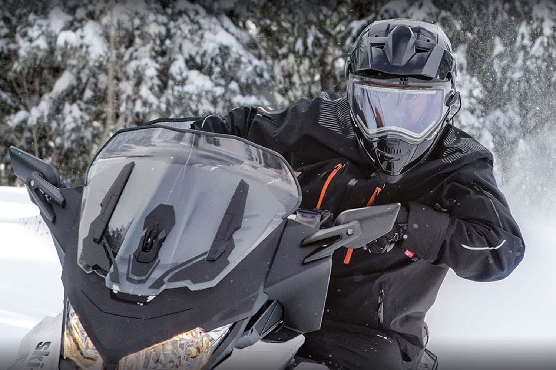 Выбираем для езды на снегоходе шлем с подогревом