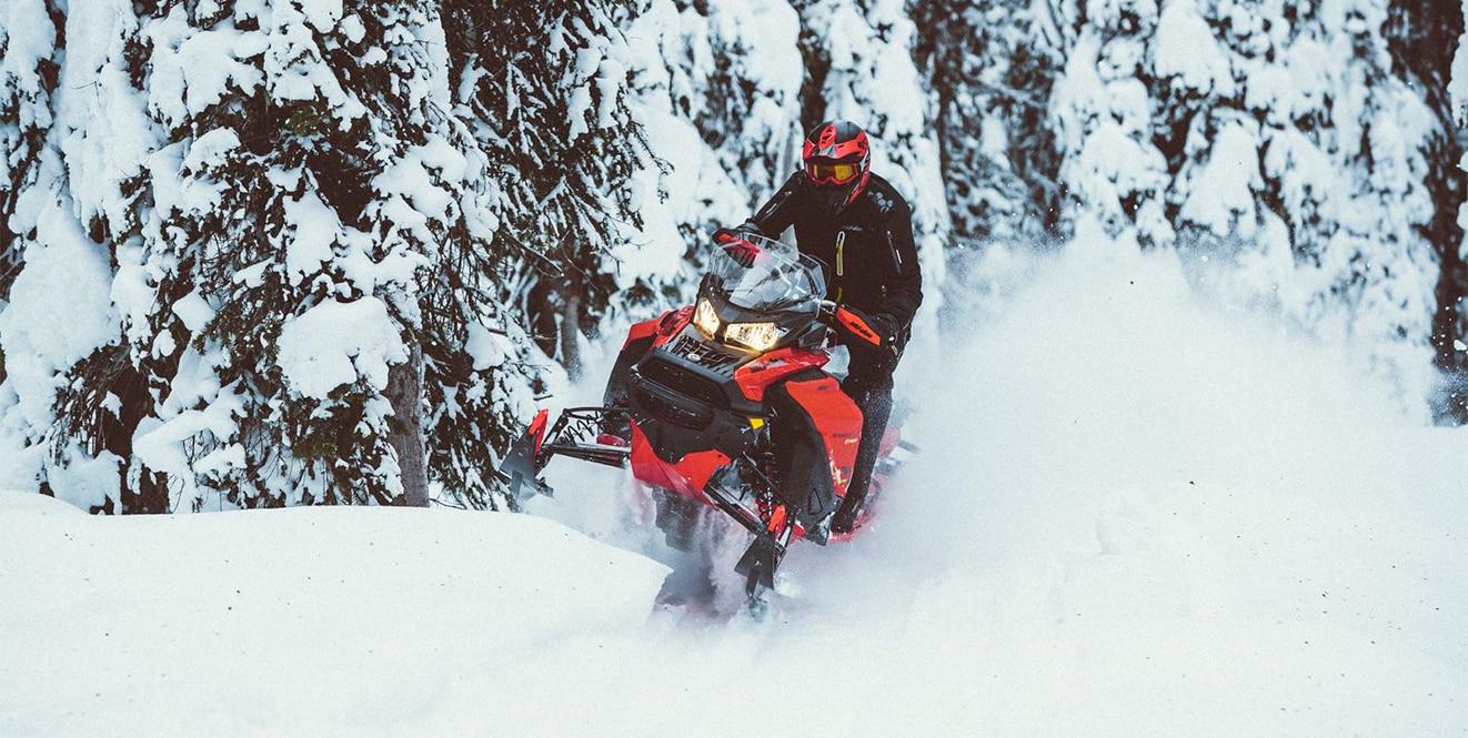 Проверяем Yamaha Venture на укатанной трассе и мягком снегу